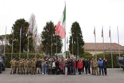 2019 12 12 students visit multinational cimic group 6