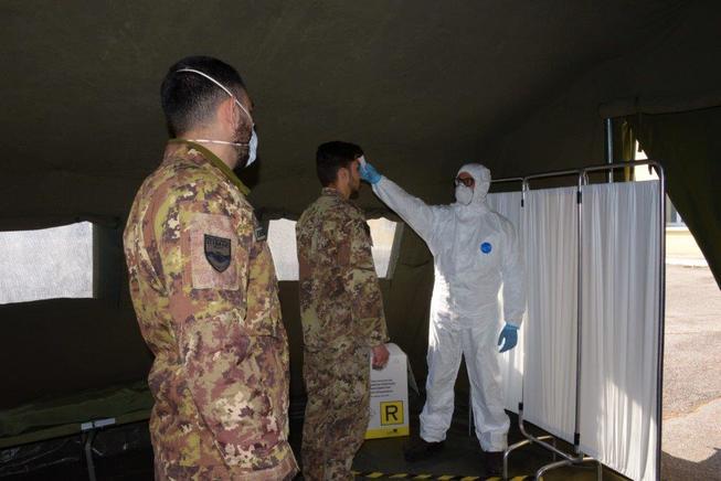 3. rilevazione temperatura dei soldati della caserma %e2%80%9cmario fiore%e2%80%9d