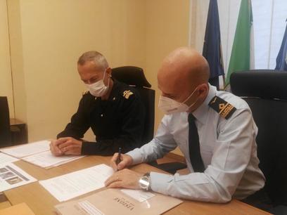 4.controammiraglio conti e generale argieri firmano il passaggio di presidenza