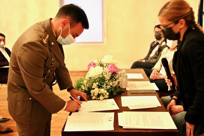3. il col.zuzzi firma il patto per la lettura con il comune di motta di livenza